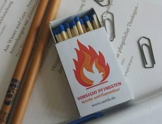 """Bild der Sreichholzschachtel mit dem Motto """"Vorsicht Pfingsten - leicht entflammbar"""""""