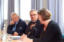 Bischof Wiesemann im Gespräch mit den Generalsekretären (Foto: M. McCullagh)