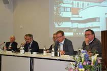 Beim anschließenden Podium diskutierten die Delegierten mit Pfarrer Sören Lenz von der KEK