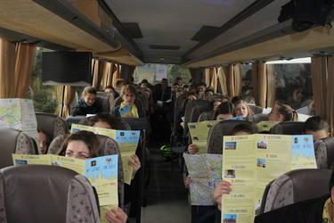 Das Projekt Mit Luther zum Papst: unterwegs im Bus. Foto: Arbeitsstelle für Jugendpastoral, Bistum Magdeburg.