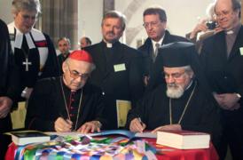 Unterzeichnung der Charta Oecumenica am 22. April 2001 in Straßburg.