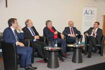 Von links: M. Vicente (Beauftragter für Migration und Integration der Landesregierung Rheinland-Pfalz), Präsident U. Lilie, Moderator A. Brummer, P. Tauber MdB, T. Lawo (Gesellschaft für internationale Zusammenarbeit), Foto: ACK