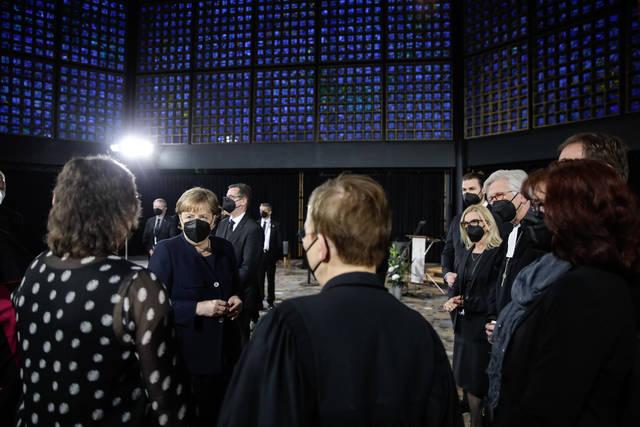Bundeskanzlerin Angela Merkel im Gespräch.