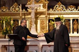 Pastor Ekkehart Vetter (li.) und Erzpriester Radu Constantin Miron (re.) bei der Staffelstabübergabe im Berliner Dom.