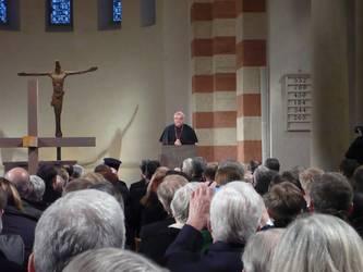Bischof Wiesemann bei seinem Grußwort in Hildesheim