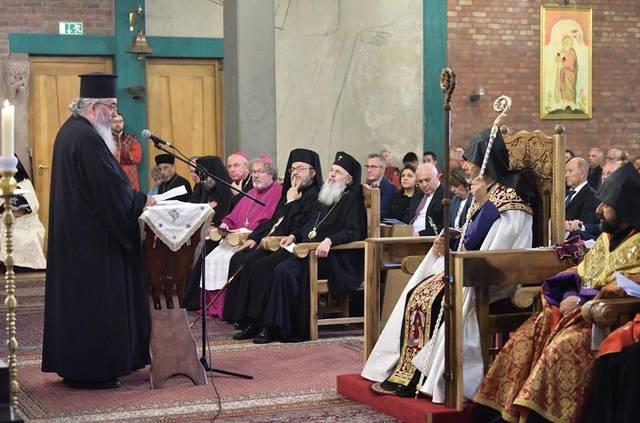 Erzpriester Miron gratuliert dem neuen Bischof
