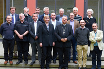 Gruppenbild mit dem ACK-Vorsitzenden, Bischof Wiesemann (Foto: ACK)