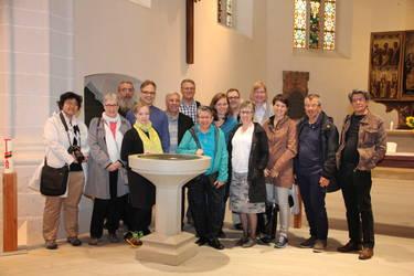 Die Mitglieder der nationalen und internationalen Arbeitsgruppe für die Gebetswoche in der Taufkirche Luthers in Eisleben. (Foto: ACK)