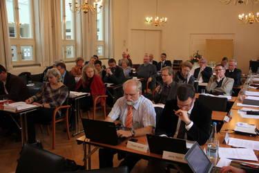 Die Mitgliederversammlung bei ihrer Arbeit im Dietrich-Bonhoeffer-Haus in Berlin, Foto: ACK