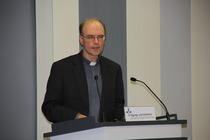 Dr. Marius Linnenborn, Direktor des Deutschen Liturgischen Instituts Trier, erklärte die römisch-katholische Tradition des Kreuzerhöhungsfestes, Foto: ACK
