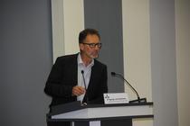 Pastor Friedridch Schneider (Baptisten) erläuterte die Bedeutung des Kreuzes aus freikirchlicher Sicht, Foto: ACK