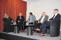 Von links nach rechts: Erzpriester C. Miron (OBKD), Bischof K.-H. Wiesemann (Vors. ACK), Pastor F. Schneider (Baptisten), Oberkirchenrat C. Fuhrmann (Ev. Kirche Mitteldeutschland) und Generalsekretär C. Stiba (Baptisten), Foto: ACK