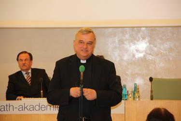 Bischof Dr. Karl-Heinz Wiesemann bei seinem Schlusstatement, Foto: ACK
