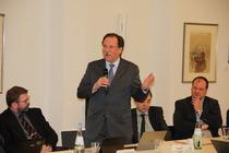 Prof. Uwe Swarat, Vorsitzender des DÖSTA 2006 bis 2015, verabschiedet sich von der Mitgliederversammlung.