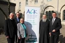 Der neugewählte Vorstand: Bischof Karl-Heinz Wiesemann, Reverend Christopher Easthill, Bischöfin Rosemarie Wenner, Erzpriester Radu Constantin Miron, Bischof Martin Hein (v.l.).
