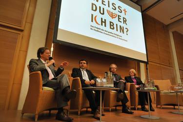 Diskussionsrunde mit Bischof Dr. Markus Dröge, Erol Pürlü, Prof. Dr. Doron Kiesel und Bischöfin Rosemarie Wenner, Foto: Rolf Walter