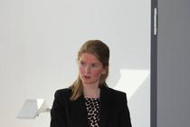 Antonia zu Knyphausen informiert über die Arbeit des Stephanuskreises (Foto: ACK)