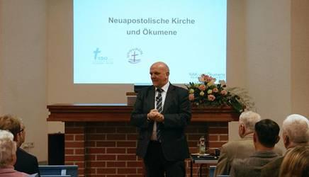 Bischof Peter Johanning (NAK) bei einem Vortrag zur Ökumene, Foto: NAK