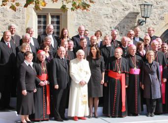 Vertreterinnen und Vertreter der Kirchen mit dem Papst