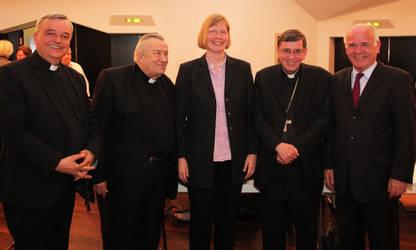 Die Geschäftsführerin der ACK, Elisabeth Dieckmann, mit (v.l.) Bischof Wiesemann, Kardinal Lehmann, Kardinal Koch und Landesbischof Weber. (Fotos: ACK)