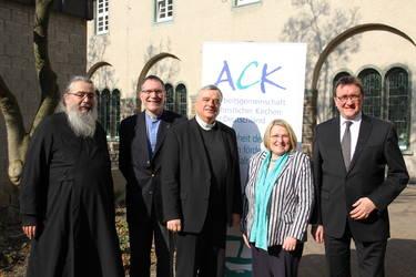 Der neu gewählte Vorstand: Radu Constantin Miron, Christopher Easthill, Karl-Heinz Wiesemann, Rosemarie Wenner, Martin Hein (von links), Foto: ACK