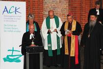 Der Vorstand der Bundes-ACK (v.l.): Landesbischof Friedrich Weber (vorn), Pastorin Regina Claas, Bischof Hans-Jörg Voigt, Bischof Karl-Heinz Wiesemann, Erzpriester Radu Constantin Miron (Foto: ACK)
