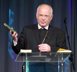 Landesbischof Friedrich Weber, Vorsitzender der ACK, predigte bei den Baptisten.