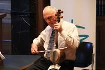 Musikalischer Rahmen des Festaktes: Benjamin Tahalov, Kniegeige